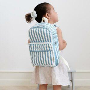 mochila-riscas-azuis-brancas-primeira-infancia-camcam-1