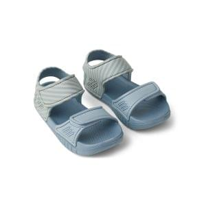 sandálias-liewood-riscas-azuis-areia-1