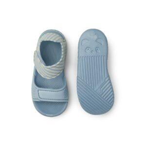 sandálias-liewood-riscas-azuis-areia